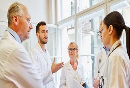 Gesundheitsberufe: Klare Kompetenzen helfen allen